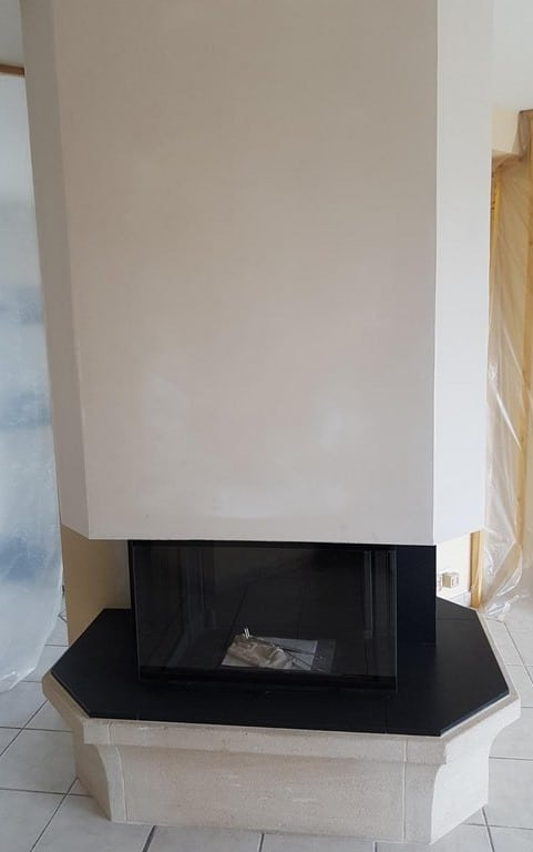 Foyer 790-3V et sole foyère en granit