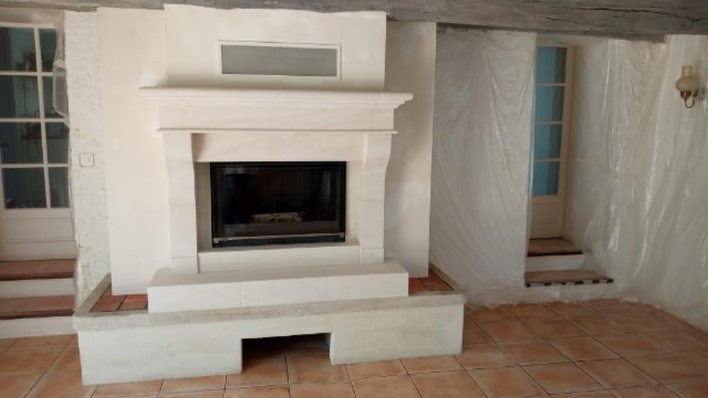 Cheminée Valines en pierre blanche avec foyer 844 PR