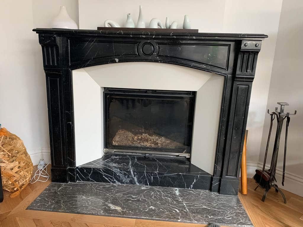 Cheminée en marbre avec cadre acier blanc et foyer 778 PR